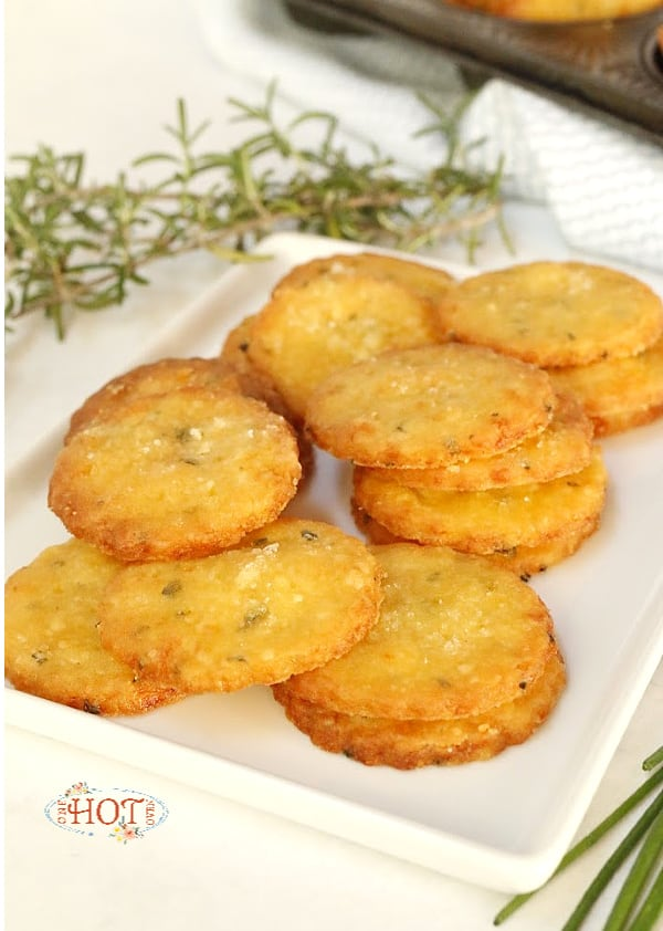 6-ingredient homemade cheese crackers