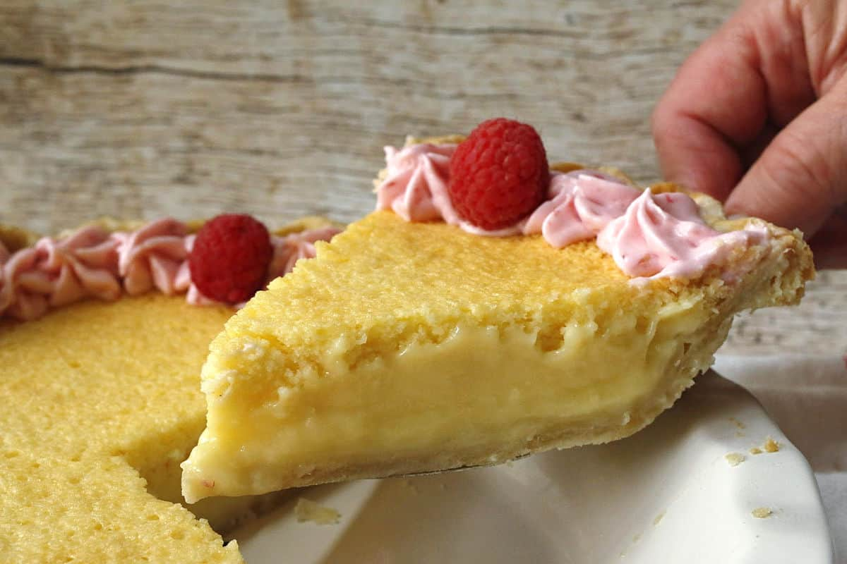 lemon cake pie slice