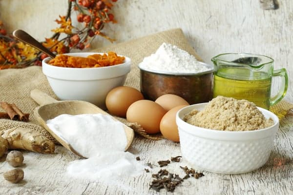 Pumpkin spice cake ingredients, flour, sugar, eggs, pumpkin puree, oil and spices