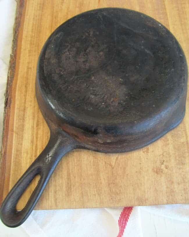Cast iron skillet bottom unseasoned