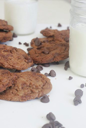 Chocolate cookies & milk