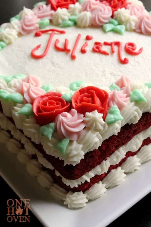 decorated-red-velvet-cake-