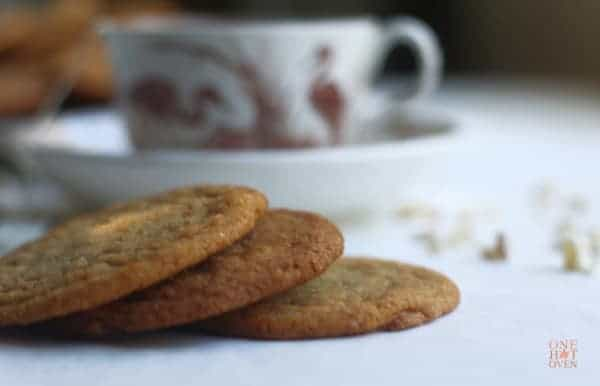 Ginger cookies with tea