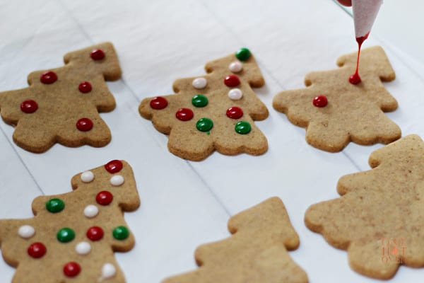 Decorating spiced Christmas tree cookies