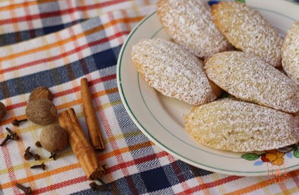 Madeleleins with cinnamon and nutmeg
