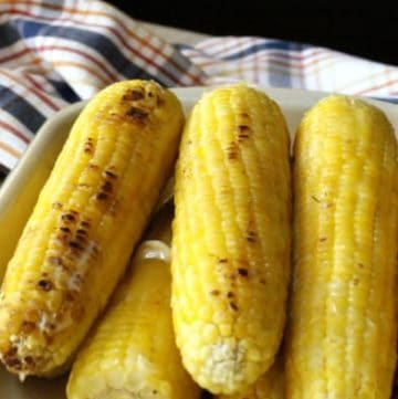 Ears of freshly grilled corn on the cob