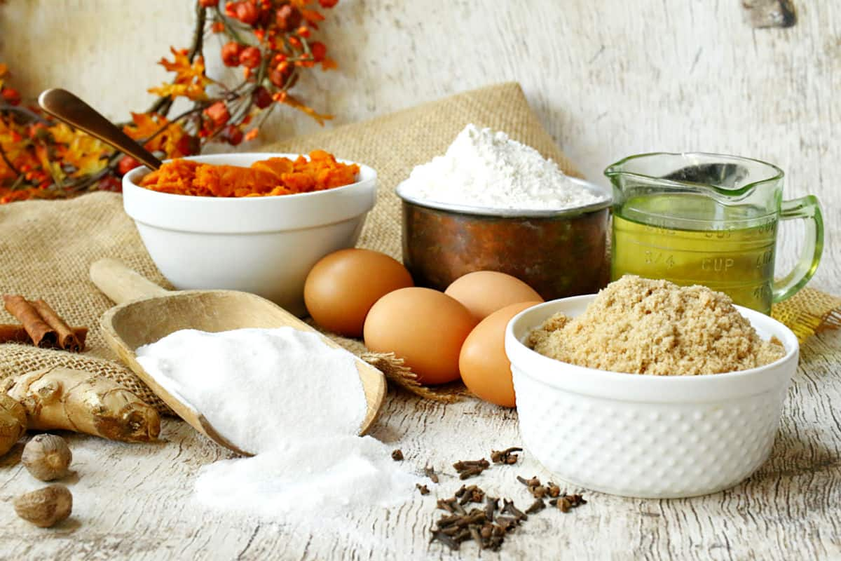 pumpkin spice cake ingredients, flour, eggs, sugar, pumpkin, oil, spices