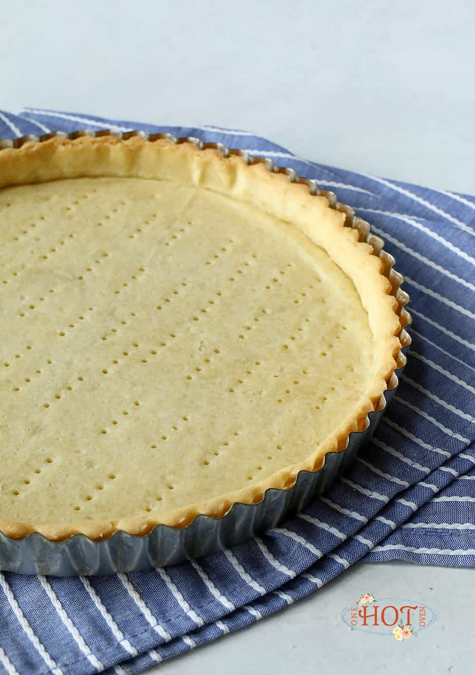 A baked shortcrust tart