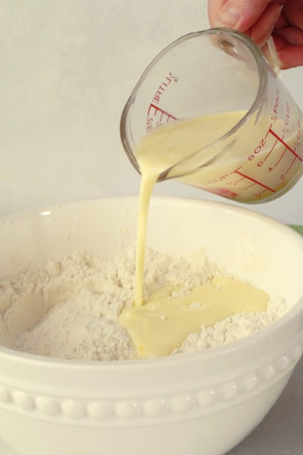Pouring cream and egg into the flour mixture