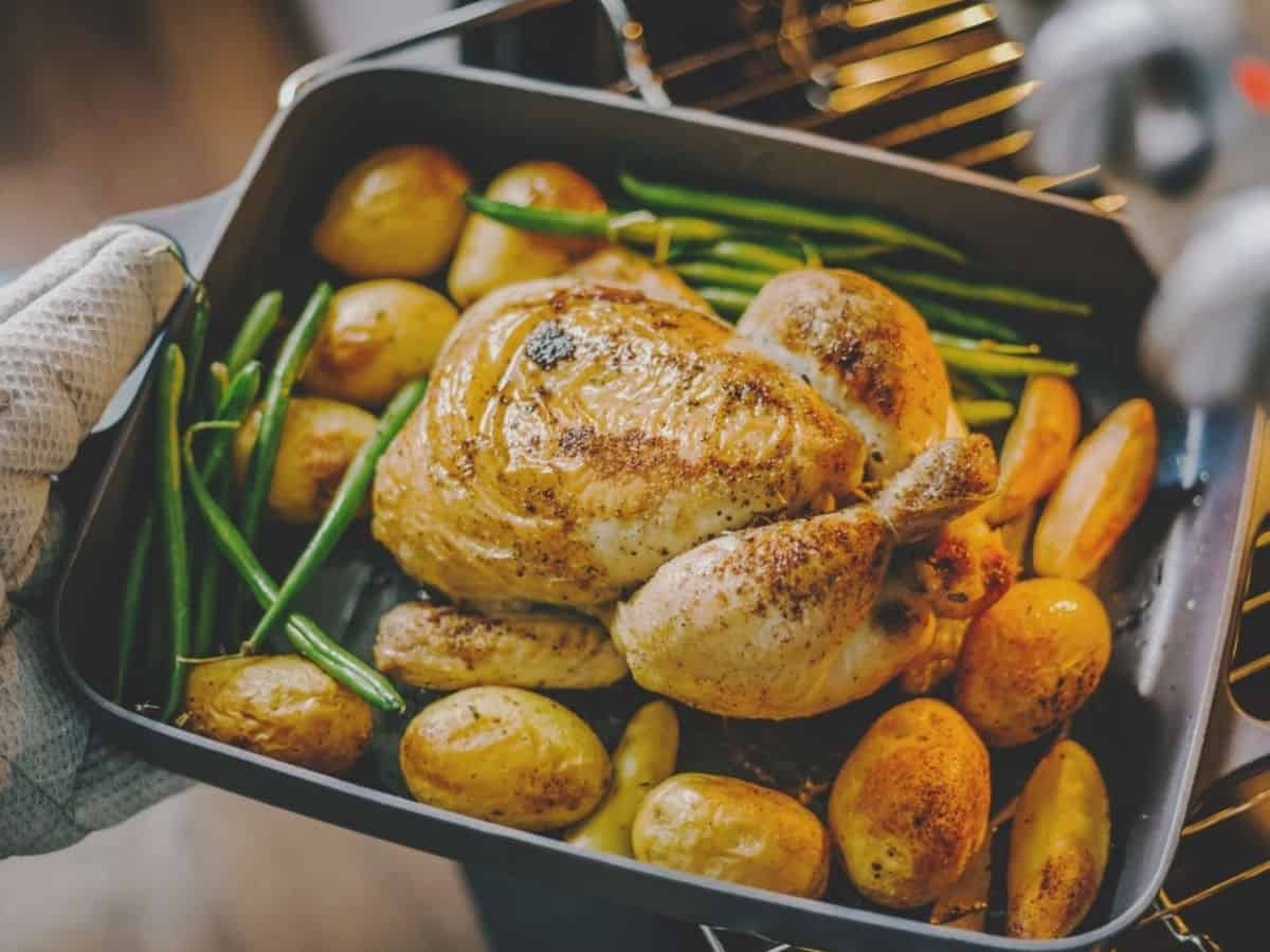 Baked chicken, potatoes and green beans.